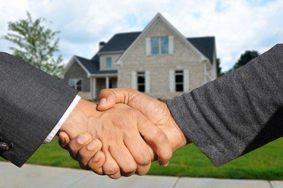 ניהול דירות להשכרה לתקופות קצרות (מינימום שנה)